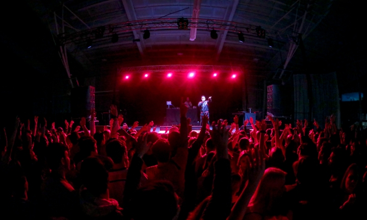 Headliner Jay Sean performs at the Welcome Back Concert on Saturday night.
